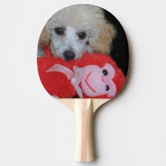 Cão de caniche do dia dos namorados raquete para ping pong