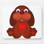 Cão de filhote de cachorro com coração vermelho mousepad