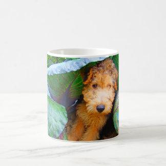 Cão de Jubal sob a folha da couve--seque a escova Caneca De Café
