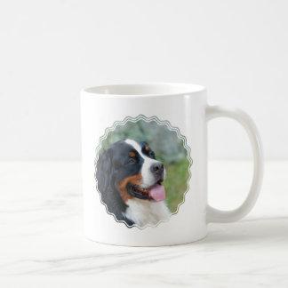 Cão de montanha de Bernese bonito Caneca De Café