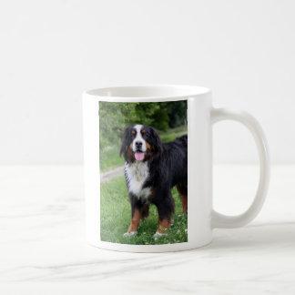 Cão de montanha de Bernese eu amo a caneca do