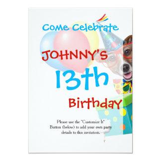 Cão do aniversário com laço e vidros dos balões convite 12.7 x 17.78cm