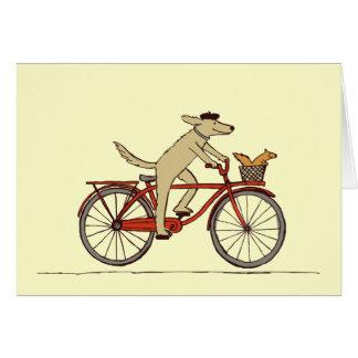 Cão do ciclismo com amigo do esquilo - arte do cartão de nota