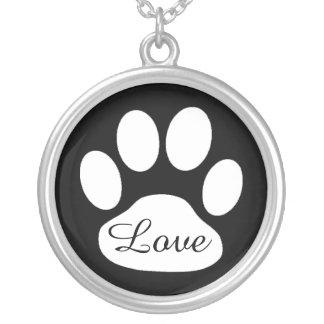 Cão do impressão da pata do amor ou colar preto e