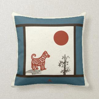 Cão do Kanji no azul barrado Almofada