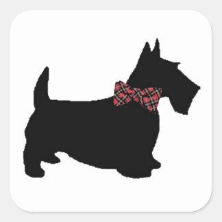 Cão do Scottie no laço da xadrez Adesivos Quadrados