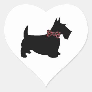Cão do Scottie no laço da xadrez Adesivos De Corações