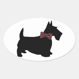 Cão do Scottie no laço da xadrez Adesivos Em Formato Oval