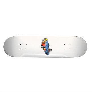 Cão dos desenhos animados que conduz um carro shape de skate 21,6cm