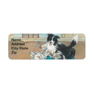 Cão em etiquetas de endereço do remetente da