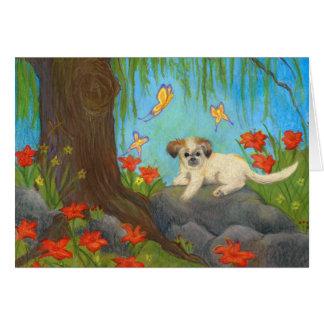 Cão em um cartão do jardim/nota do lírio de dia