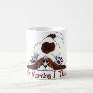 Cão em uma caneca - manhã Groggy