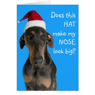Cão engraçado com o cartão de Natal do chapéu do