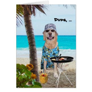 Cão/laboratório engraçados na camisa havaiana na p cartoes