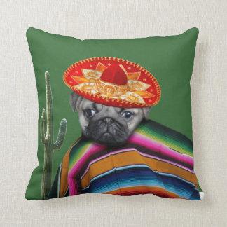 Cão mexicano do pug almofada