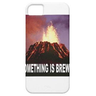 Capa Barely There Para iPhone 5 Algo está fabricando cerveja