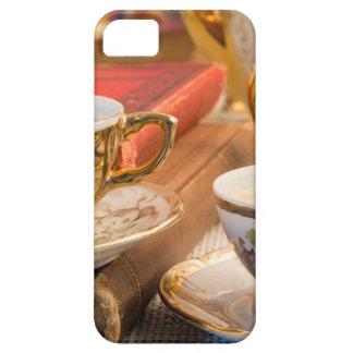 Capa Barely There Para iPhone 5 Copos de café retros da porcelana com café quente