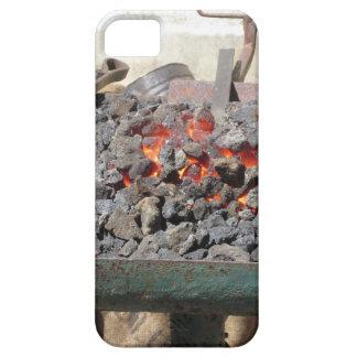 Capa Barely There Para iPhone 5 Fornalha antiquado do ferreiro. Carvões ardentes