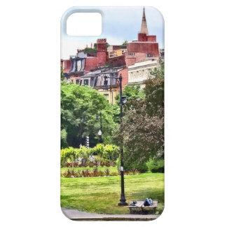 Capa Barely There Para iPhone 5 MÃES de Boston - relaxando no jardim público de