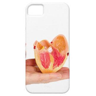 Capa Barely There Para iPhone 5 Mão com modelo humano do coração em background.jp