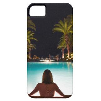 Capa Barely There Para iPhone 5 Palmas, piscina, mulher e cerveja…