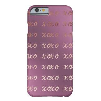 Capa Barely There Para iPhone 6 a tipografia cor-de-rosa do ouro do falso abraça e