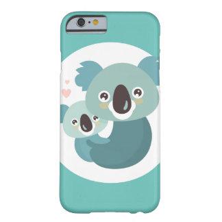Capa Barely There Para iPhone 6 Aperto doce da mãe e do bebê do koala dos desenhos