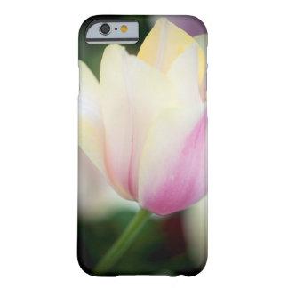 Capa Barely There Para iPhone 6 As máscaras em uma tulipa