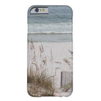 Capa Barely There Para iPhone 6 Aveia do mar ao longo do lado da praia