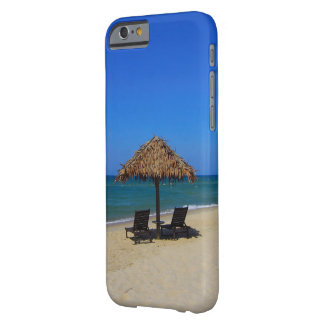 Capa Barely There Para iPhone 6 Cabana tropical de relaxamento do guarda-chuva de