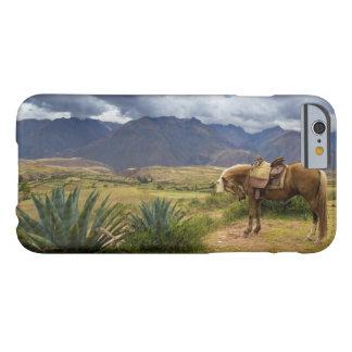 Capa Barely There Para iPhone 6 Cavalo sagrado verdejante do vale