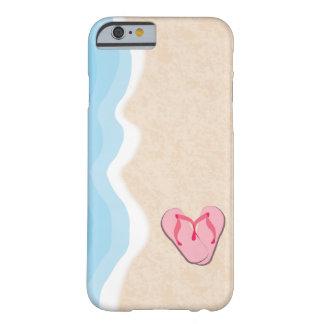 Capa Barely There Para iPhone 6 Chinelos cor-de-rosa na praia