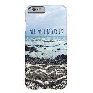 """Capa Barely There Para iPhone 6 Da """"praia de Havaí das citações do amor"""