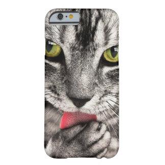 Capa Barely There Para iPhone 6 Feche acima do gatinho Verde-Eyed