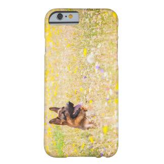 Capa Barely There Para iPhone 6 German shepherd em flores do primavera