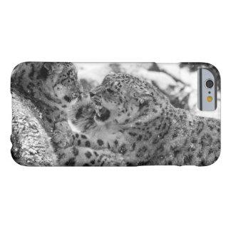 Capa Barely There Para iPhone 6 Irmãos Jogo-De combate do leopardo de neve