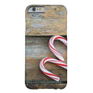 Capa Barely There Para iPhone 6 Madeira rústica com os bastões de doces do Natal