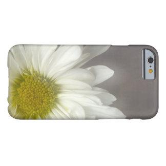 Capa Barely There Para iPhone 6 Margarida branca macia em cinzas