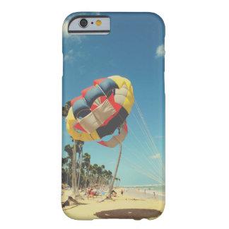 Capa Barely There Para iPhone 6 Multi-Cor Parasail na areia da praia de Florida