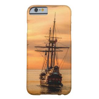 Capa Barely There Para iPhone 6 Navio no mar no caso do telemóvel do por do sol
