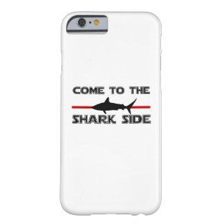 Capa Barely There Para iPhone 6 Os grandes tubarões brancos vêm aos tubarões