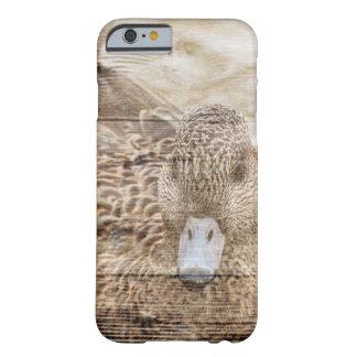 Capa Barely There Para iPhone 6 Pato selvagem da lagoa do woodgrain da casa do