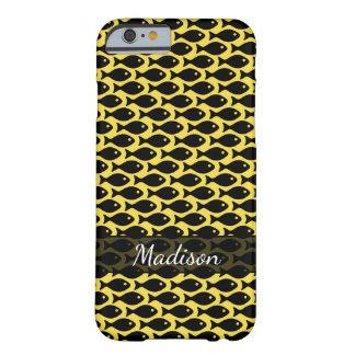 Capa Barely There Para iPhone 6 Peixes pretos em um mar de amarelo, repetindo o