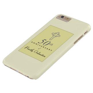 Capa Barely There Para iPhone 6 Plus 50th Aniversário do padre com cruz gravada