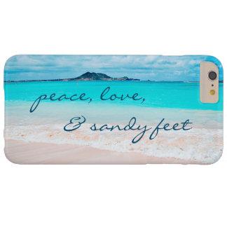"""Capa Barely There Para iPhone 6 Plus De """"Os pés Sandy"""" citam a foto azul do oceano & do"""