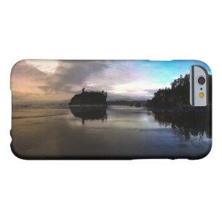 Capa Barely There Para iPhone 6 Reflexão do por do sol da praia do rubi