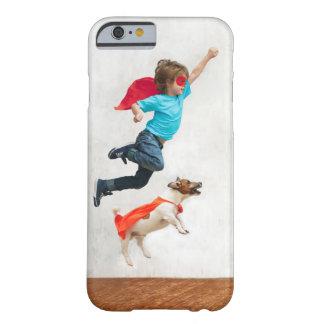 Capa Barely There Para iPhone 6 Super-herói do menino e do cão