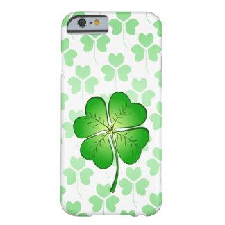 Capa Barely There Para iPhone 6 Trevo de quatro pétalas para a sorte