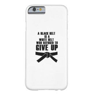 Capa Barely There Para iPhone 6 Um cinturão negro é um karaté branco Tae Kwon da