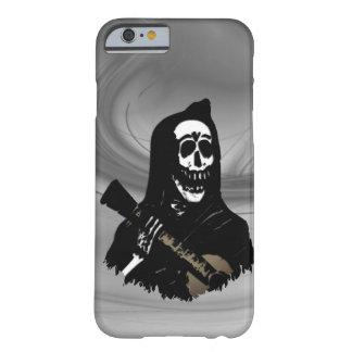 Capa Barely There Para iPhone 6 Véspera enevoada do Serenade de esqueleto da
